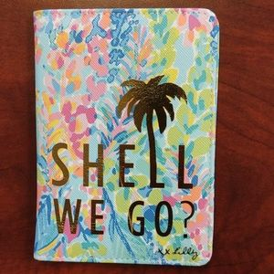 "Lilly Pulitzer ""Shell We Go"" Passport Cover NWT"